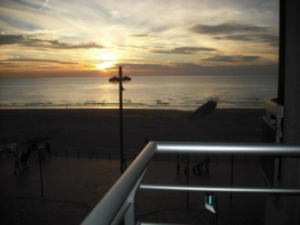 Uitwaaien op Zeedijk Westende, uniek zicht, lift & balkon, 2slpks