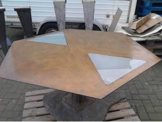 eetkamertafel 6 kantig + 4 stoelen