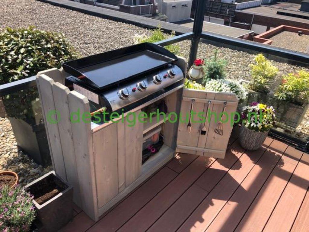 Steigerhout keukenkast voor buiten met zink op het bovenblad