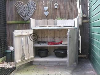 Tuinmeubelen Steigerhout keukenkast voor buiten met zink op het bovenblad
