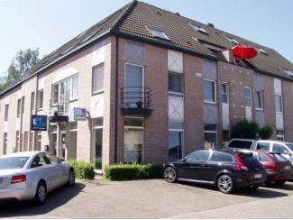 Handelspand met 5 private parkeerplaatsen centrum Houthalen!