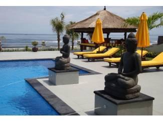 Luxe villa direct aan zee gelegen op Bali, inclusief personeel