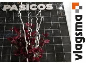 Handvorm tegels antraciet 13x13 rustieke witjes