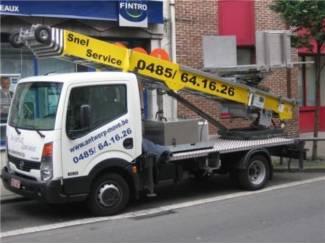 service  voor dakwerkers dakpannen met ladderlift naar bovern