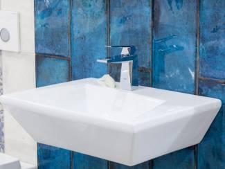 Oceaan blauwe badkamertegels 20x50 cm cifre montblanc blue
