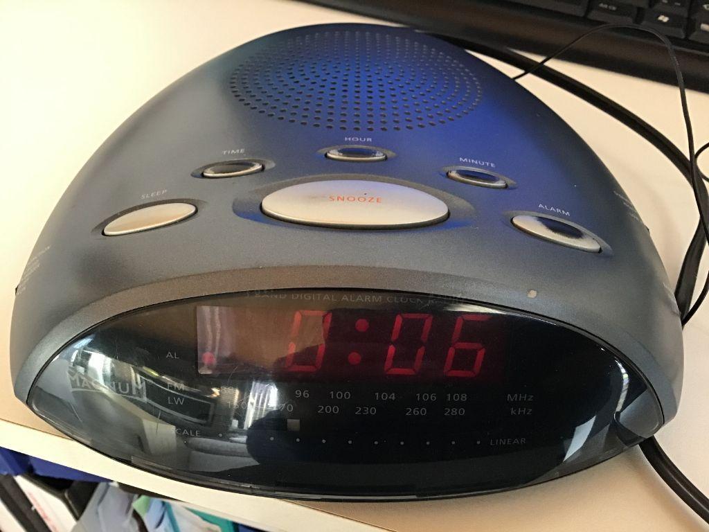 Digitalewekkerradio, elekt.of bat.en antenne & radio QUARTZ