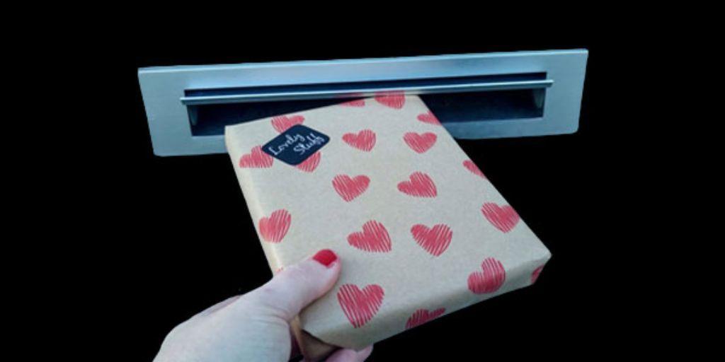 Moederdag cadeautip giftbox met zoetigheden audioboodschap.