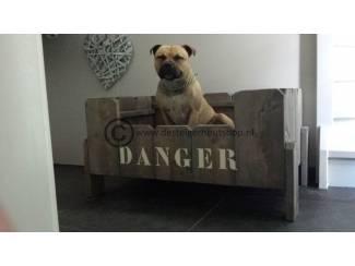 Steigerhouten Hondenmand model Danger